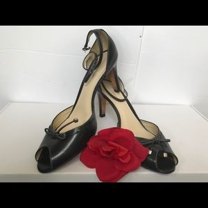 👠Ann Taylor heels w/leather bow & ankle strap 8m
